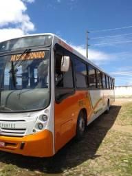 Ônibus com 50 lugares e ar-condicionado