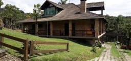 Condomínio Fechado na subida da serra, com 2.000 m² de terreno, área construída de 350 m²