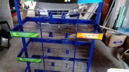 Expositor com ganchos e cestos e expositor de esmalte