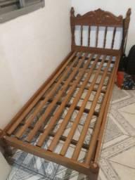Vendo cama de solteiro madeira maciça