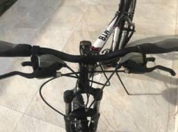 Bicicleta aro 26 - quadro 17 em alumínio