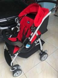 Carrinho e bebê conforto preto e vermelho borigotto.