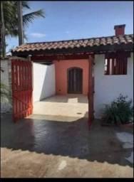 Título do anúncio: Vendo casa com ótimo preço em Itanhaém lado praia.