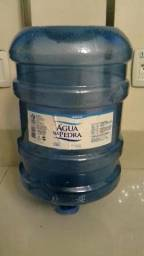 Bombonas de 20 litros de água mineral