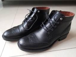 Bota de couro preto
