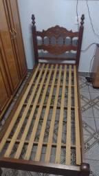 Vendo duas camas iguais de madeira maciça (entrego )