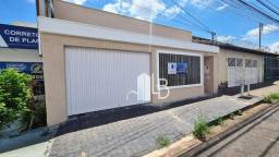 Título do anúncio: Casa com 3 dormitórios para alugar, 146 m² por R$ 2.200,00/mês - Santa Mônica - Uberlândia