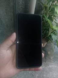 Vendo Um celular Moto g8 play