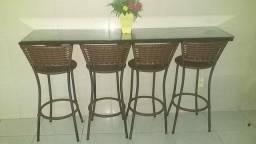 Balcão com cadeiras