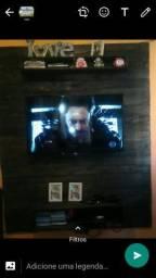 Painel de TV feito de pallet vem com o suporte para TV