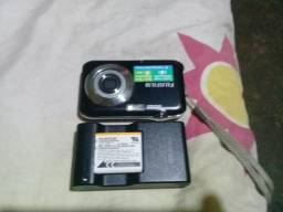 Vendo essa máquina fotográfica semi nova qase n foi usada