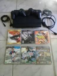 PS3 SuperSlim Travado Dois Controles Originais e 6 Jogos Originais