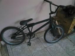 Vendo bicicleta semi nova ou troco por algo de meu interesse