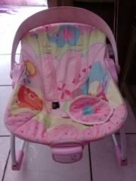 Cadeira de menina toca e vibra