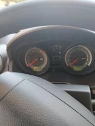 Fiesta Hatch se 1.6 2013 modelo 2014 - 2014