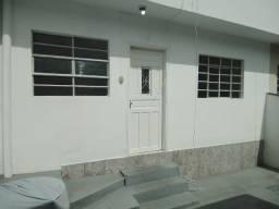 Casa de 2 quartos para locação, 65m2