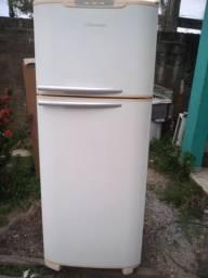 Vendo geladeira Eletrolux 400lts