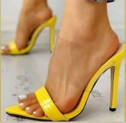 Tamanco amarelo