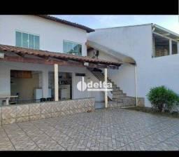 Título do anúncio: Casa com 3 dormitórios para alugar, 200 m² por R$ 2.100,00/mês - Jardim Patrícia - Uberlân