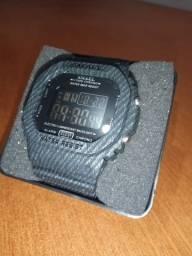 Relógio SMAEL esportivo, aprova d'água e resistente a impacto.
