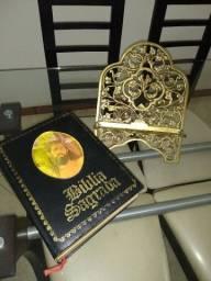 Bíblia com suporte