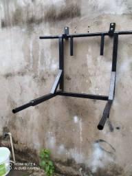 Barra de parede para exercícios
