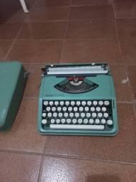 Título do anúncio: Máquina de escrever Olivetti Lettera 82