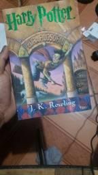 """Livro """"Harry Potter e a pedra filosofal"""""""