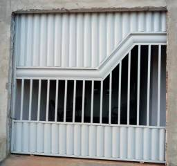 Vendo um portão de ferro