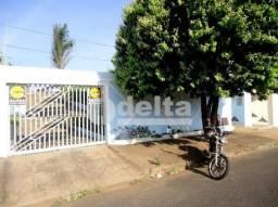 Casa para alugar com 3 dormitórios em Santa monica, Uberlandia cod:240443