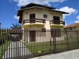 Casa com Amplo Terreno Mobiliada e com Hidro
