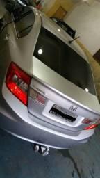 Honda Civic 2014 LXS Prata, para pessoas exigentes