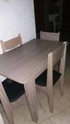 Mesa c/ cadeiras