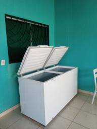 Vende se freezer semi novo .