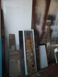 Retalhos de vidros e espelhos