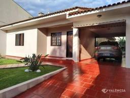 Casa com 3 Quartos sendo 1 Suíte para alugar no Coqueiral por R$ 2.750,00 - Rua Flamboyant