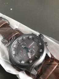 Relógio marca Curren Pulseira de Couro Vidro Quartzo