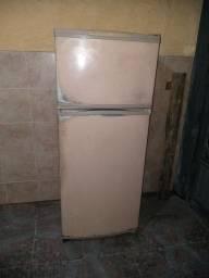 Título do anúncio: Vendo geladeira Brastemp