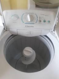 Título do anúncio: Vendo maquina de lavar Electrolux 12 kg turbo semi Nova