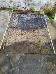 Portão de grade em ferro