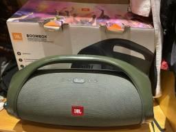 caixa de som  a prova dagua Jbl Boombox muito nova