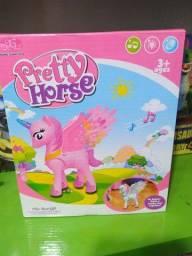 Brinquedo unicórnio rosa anda , sons , luzes