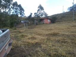 lindo sitio em pouso alto com 3 hectares muita agua e pequena casa