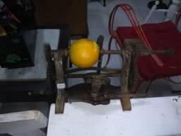 Descascador de laranja antigo