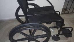 Título do anúncio: Vendo cadeira de rodas com menos de um mês de uso. Com nota fiscal