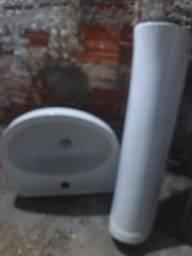 Vendo uma pia de banheiro