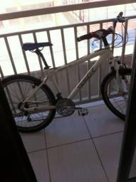 Vendo bike urgente semi nova, com nota fiscal