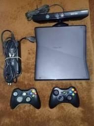 Xbox 360, seminovo, desbloqueado com 2 controles e 23 jogos