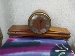 2e57c7e9135 Relógio De Mesa em Cerejeira Funcionando