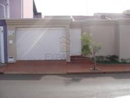 Ref. Imóvel: 5012 - Centro - Casas Padrão